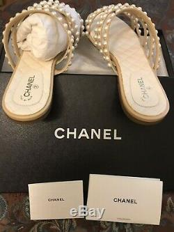 New In Box Authentic CHANEL BEIGE Goat Skin CC Logo FLAT SANDALS SIZE 40 C/10US