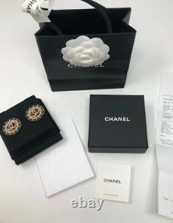 Boucles D'oreilles Chanel En Cuir De Lambskin Neuves Dans La Boîte Authentique Avec Réception