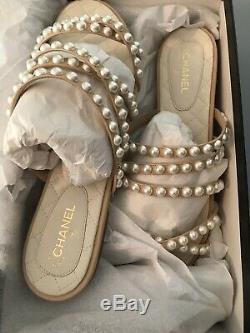 Nouveau Dans La Boîte Authentique Chanel Beige Chèvre Peau CC Logo Taille 40 Sandales Plat C / 10us